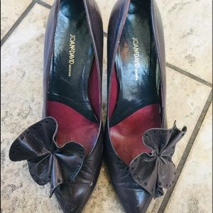 JOAN & DAVID Grey Pump with removable pretty Bow